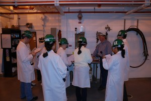 Students at the bench lab to plant class